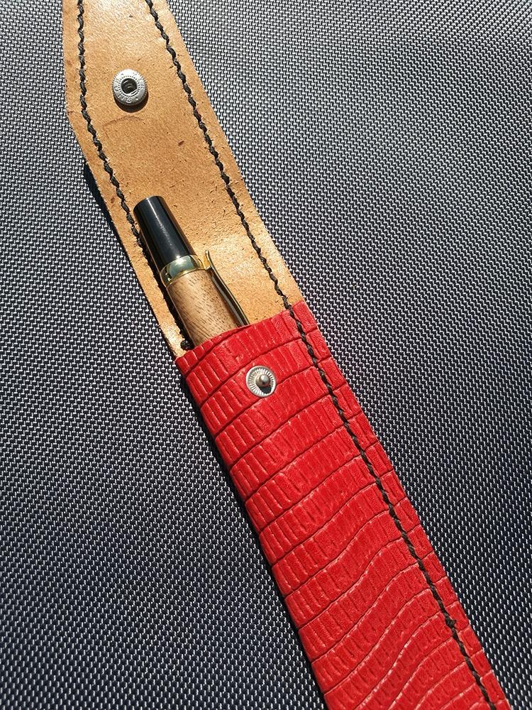 Magnifique pochette rouge en cuir   TOURNAGE COUTRILLON 89db642f06d