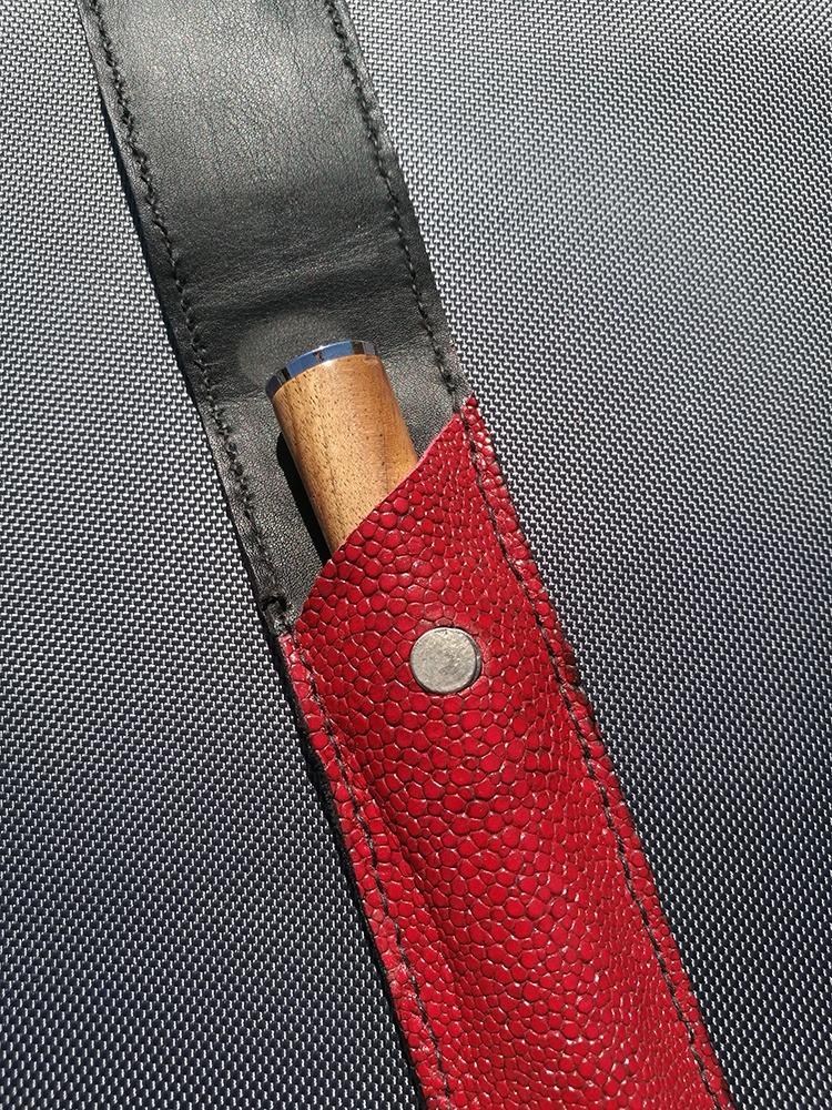 Magnifique pochette rouge GT en cuir   TOURNAGE COUTRILLON 9867b9b378d