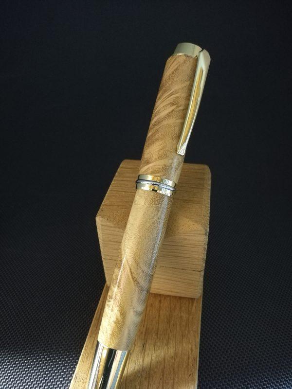 Stylo plume en loupe d'acacia 1